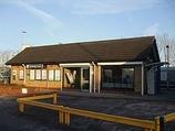 Wikipedia - Hackbridge railway station