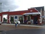 Wikipedia - Hampton Court railway station