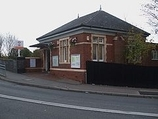 Wikipedia - Headstone Lane railway station