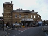 Wikipedia - Herne Hill railway station