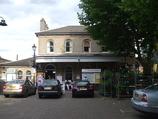 Wikipedia - Kew Gardens railway station
