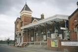 Wikipedia - Leatherhead railway station