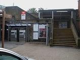 Wikipedia - Barnes railway station