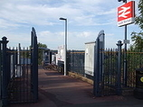 Wikipedia - South Merton railway station