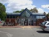 Wikipedia - Weybridge railway station