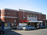 Wikipedia - Woking railway station