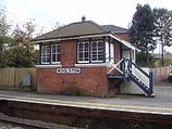 Wikipedia - Woolston railway station