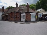 Wikipedia - Claygate railway station