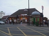 Wikipedia - Forest Gate railway station