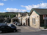 Wikipedia - Glossop railway station